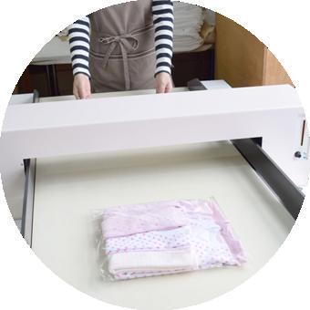 安全で優しい商品づくり|生地調達、縫製はもちろん検品まで国内工場で一つ一つ手作業で行っています。